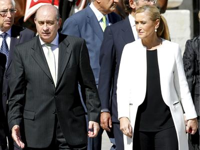 El ministro del Interior, JOrge Fernández Díaz, y la delegadas del Gobierno en Madrid, Cristina Cifuentes.