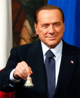 El exprimer ministro italiano, Silvio Berlusconi, hace un año, cuando cedió su puesto al tecnócrata Mario Monti. Reuters