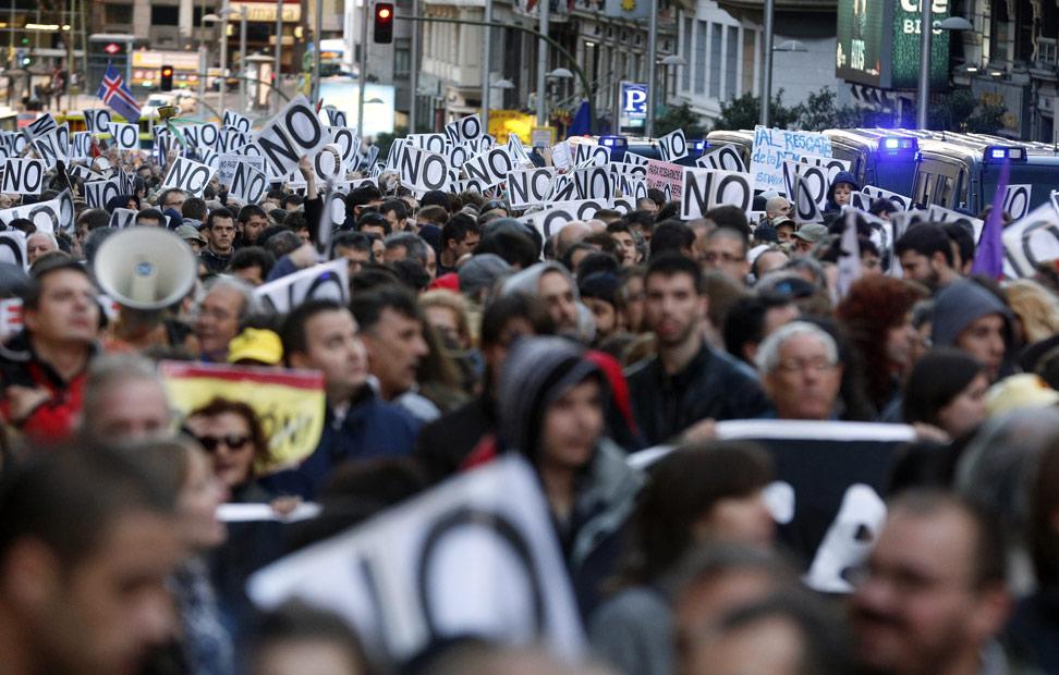 Frente al Banco de España, los manifestantes gritaban: 'vergüenza'.