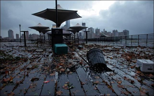 'Sandy' golpeó con fuerza el distrito de Exchange Place en Nueva Jersey. Reuters
