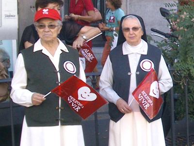 Las referencias y eslóganes religiosos han estado presentes a lo largo de toda la marcha - E. M.
