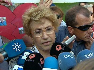 La doctora Olga Fadón, una de las cinco personas que han testificado hoy contra sor María, a la salida del juzgado, en Madrid. EFE