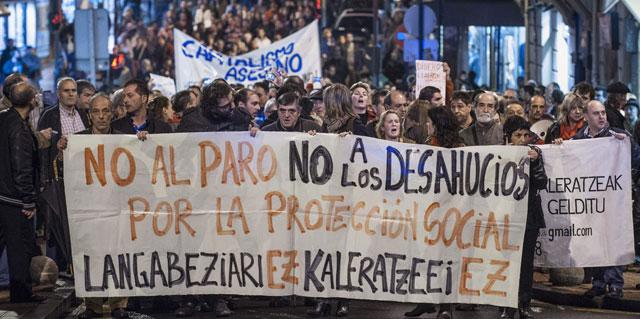 Manifestación contra los desahucios en Barakaldo tras el suicidio de Amaia Egaña. MIGUEL TOÑA (EFE)