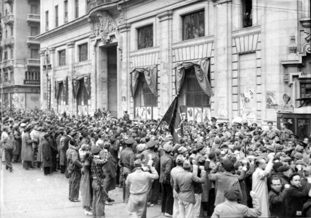 Las Brigadas Internacionales en su desfile por Madrid el 8 de noviembre de 1837.