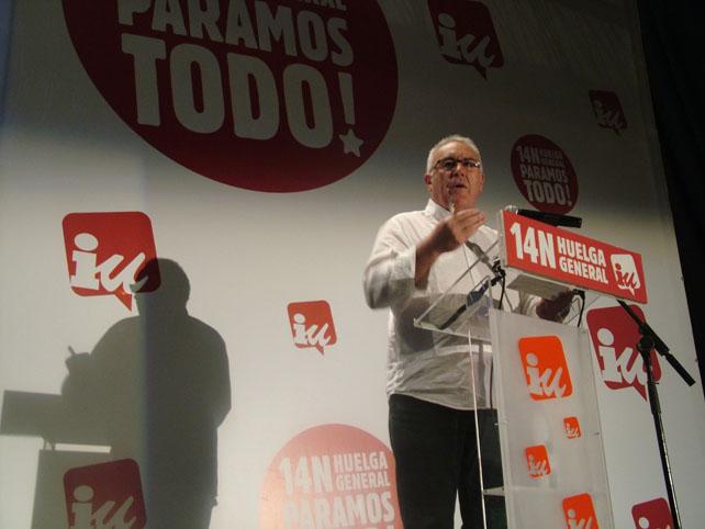 Cayo Lara, esta mañana durante su intervención de apoyo a la huelga general del 14-N en el escenario del cine Palafox de Madrid.-