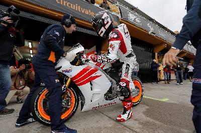 Fotografía cedida por el Circuito Ricardo Tormo del campeón del mundo de Moto 2, Marc Marquez. EFE/Archivo