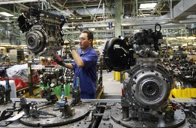 Aspecto de la cadena de montaje de la factoria de Ford en Almussafes. EFE/Archivo