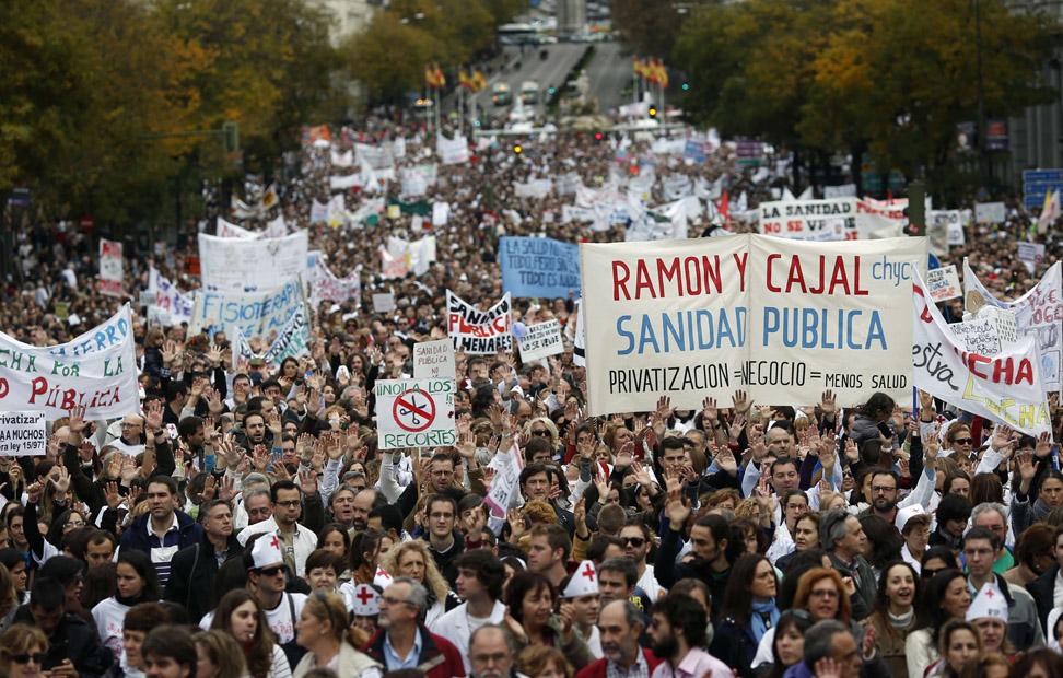 La marcha de la 'marea blanca' por el centro de Madrid