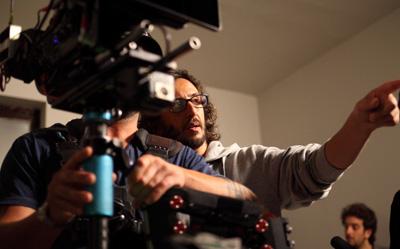 Daniele Vicari, durante el rodaje de 'Diaz, ni limpiéis esta sangre'.