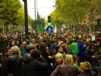 Marea verde en Zaragoza durante la pasada huelga general del 14-N. Foto publicada en el blog mareaverdearagon.wordpress.com