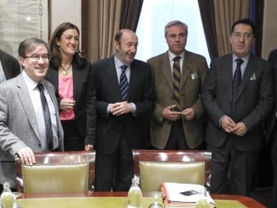 La Comisión Interasociativa en la reunión mantenida este miércoles con Rubalcaba (PSOE). También se vieron con LLamazares (IU)/EFE