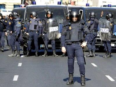 Agentes antidisturbios en el centro de Valencia.- Heino Kalis (REUTERS)