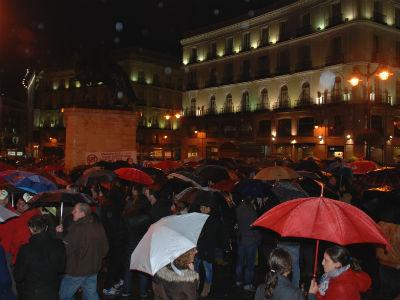 Los trabajadores de 'El País' durante la concentración en la Puerta del Sol