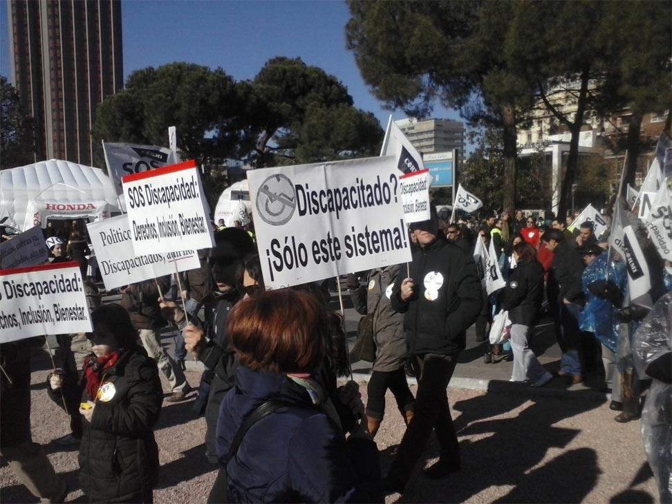 Miles de discapacitados marchan en Madrid contra los recortes. A. Torrús