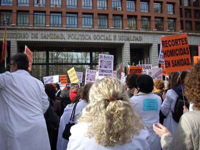 Concentración frente al Ministerio de Sanidad.