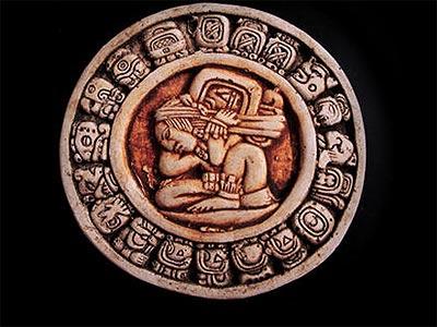 Los mayas se guiaban por un calendario sagrado, otro solar y la cuenta larga.