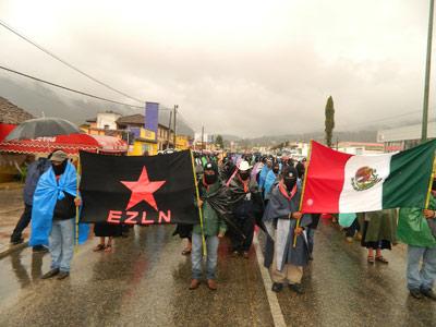 Integrantes del rebelde Ejército Zapatista de Liberación Nacional (EZLN) participan en una manifestación el viernes, en San Cristobal de las Casas, estado de Chiapas (México)