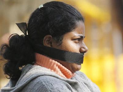 Muere la joven india violada por 6 hombres en un autobús