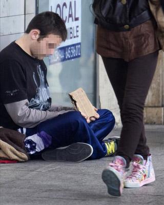 Un 3,9% de los españoles vive en una situación de privación material severa. EFE (Archivo)