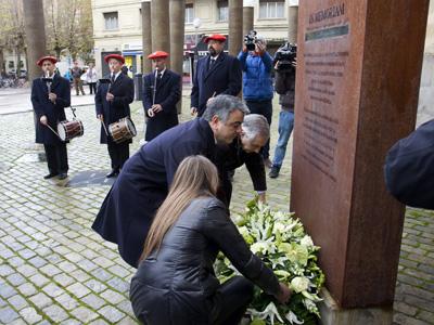 Ofrenda floral dentro del homenaje celebrado a las víctimas de la dictadura franquista. EFE