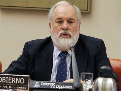 El ministro de Agricultura, Alimentación y Medio Ambiente, Miguel Arias Cañete, durante su comparecencia - EFE