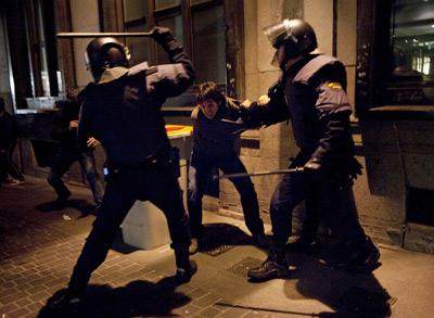 """""""Nos quitan nuestros derechos y nos pegan por defenderlos""""  1328955464274madriddn"""