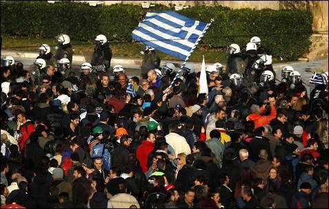 Choques a las puertas del Parlamento griego.