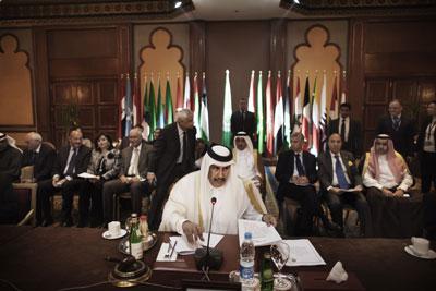 El presidente de turno de la Liga Árabe, el qatarí Hamad bin Jassim al Thani, durante la reunión de ministros de Exteriores celebrada el domingo en El Cairo.-MARCO LONGARI (AFP)