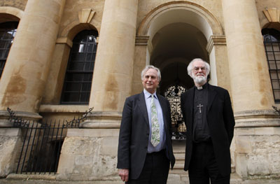 El biólogo Richard Dawkins (izquierda) y el arzobispo de Canterbury, Rowan Williams, ayer en Oxford. reuters