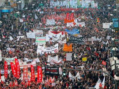 Masiva protesta en Valencia. EFE