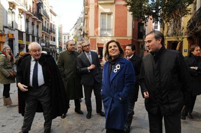 Ana Botella, ayer, durante un paseo por el centro de la ciudad. - AYUNTAMIENTO DE MADRID