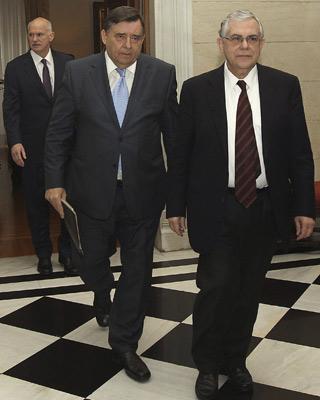 Grecia pacta con la troika despedir a 15.000 funcionarios