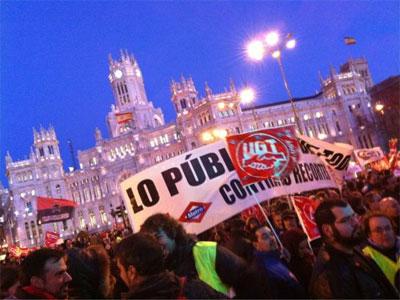 Sindicatos, movimientos sociales y partidos políticos se manifiestan en defensa de lo público - @patrihorrillo