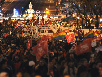 La marcha de ayer en Madrid fue convocada por los principales sindicatos en contra de los recortes en los servicios públicos - FERNANDO SÁNCHEZ