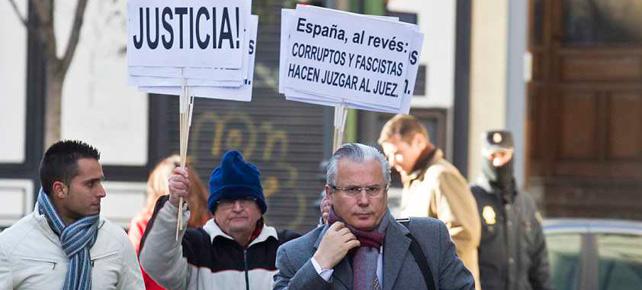 Garzón llegando al Supremo. / AP