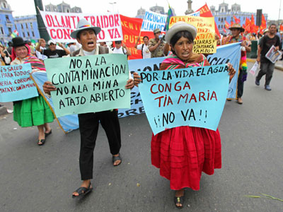 Participantes en La Gran Marcha del Agua llegaban ayer a Lima.