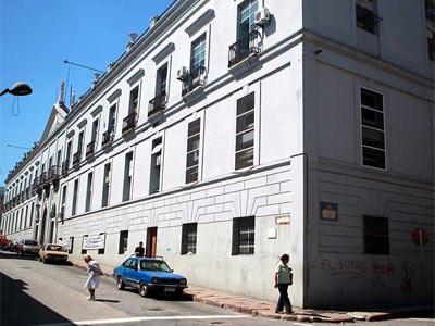 Vista de la fachada del Hospital Maciel - EFE