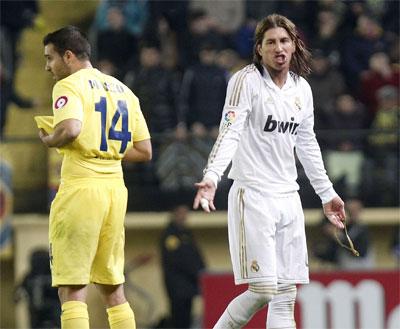 Sergio Ramos protesta tras ser expulsado. -