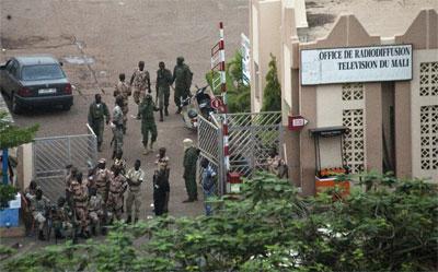 Soldados malienses toman el control de una estación de Radio y Televisión. -