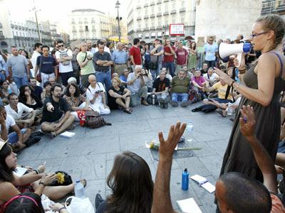 Asamblea de indignados en la Puerta del Sol - EFE