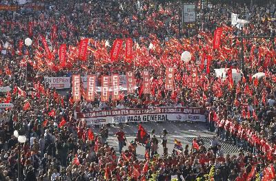 Cabecera de la manifestación en Valencia con motivo de la huelga general del pasado 29 de marzo.