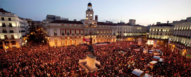 Imagen de una Puerta del Sol abarrotada tras la manfiestación de Madrid. - REUTERS