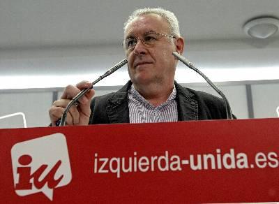 Cayo Lara, coordinador de IU, durante su rueda de prensa de hoy viernes, en la sede federal, en la calle del Olimpo de Madrid.