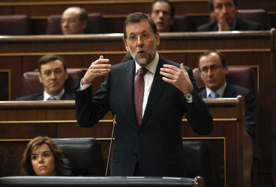 Rajoy responde en el Congreso de los Diputados.