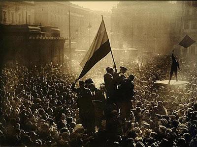 En 1931 miles de personas tomaron las calles de España para celebrar el fin de la monarquía.
