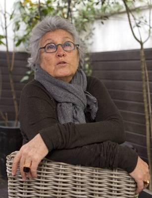 La abogada y escritora argelina Wassyla Tamzali, abanderada del feminismo y el laicismo, en la presentación hoy en Barcelona de su nuevo libro 'Mi tierra argelina. Una mujer entre la revolución y la guerra civil' (Saga Editorial), en el que narra su desencanto como testigo de la historia reciente de Argelia.
