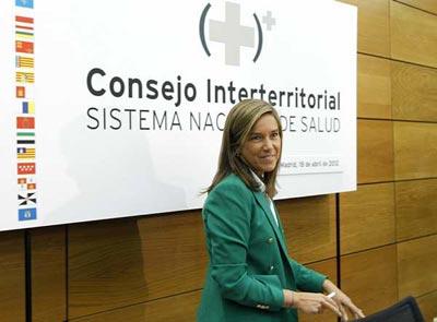 La ministra de Sanidad, Ana Mato, este miércoles, antes del comienzo de la reunión del Consejo Interterritorial de Salud.