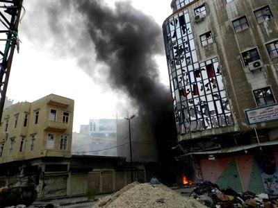 Edificios en llamas en la ciudad de Homs.