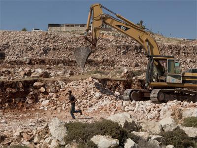 En este terreno se construirá un asentamiento temporal para los colonos de Migrón. -Jim Hollander/EFE