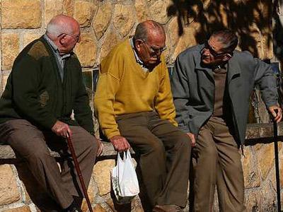Los españoles, los más longevos de la Unión Europea